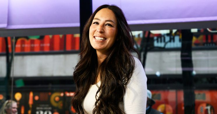 People Are Flipping Out Over Joanna Gaines' XmasPhoto