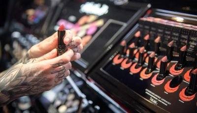 Sephora's 2018 Beauty Insider Holiday Hooray Sale Is Ending Soon, So Here's How To Save Up To $25