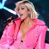 Bebe Rexha Belts Out Gorgeous Rendition Of 'I'm A Mess' At VS Fashion Show