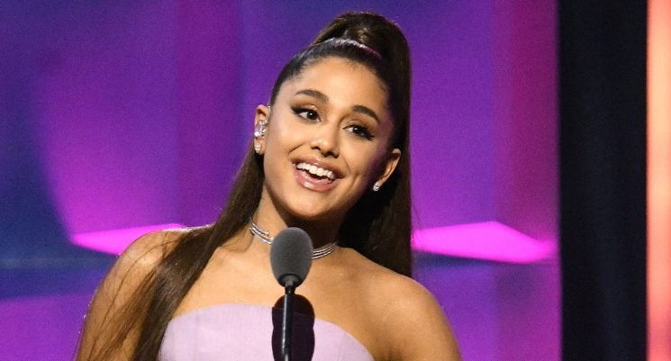 Ariana Grande Pens Sweet Christmas Eve Message to Her Fans!