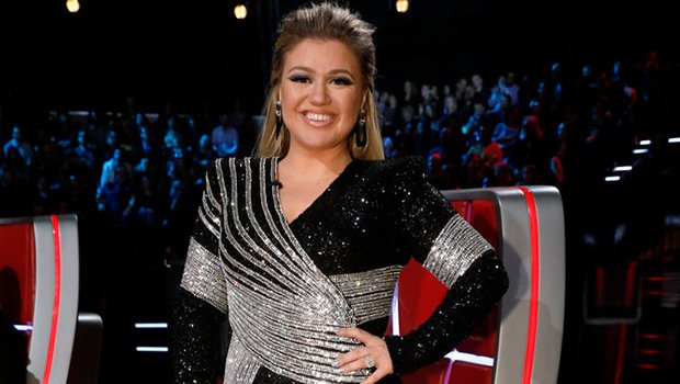 Kelly Clarkson Dazzles In Sparkling & Plunging Gowns On 'The Voice' Finale