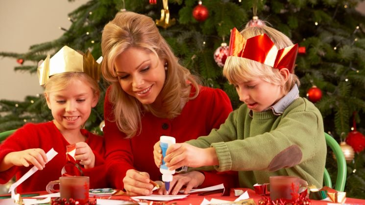 How to Throw a Kids Christmas Craft Party in 3 Easy Steps