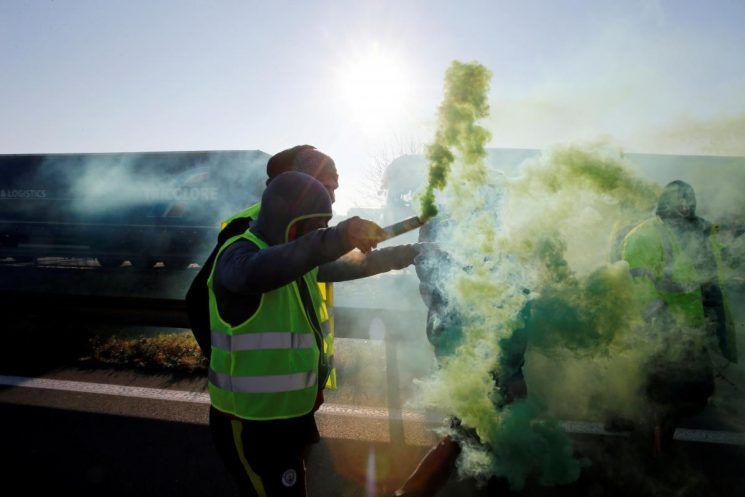 Egyptian lawyer held for wearing yellow vest as sales restricted: activist