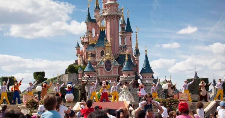 You can currently get big discounts on Disneyland Paris breaks for summer 2019
