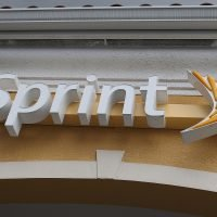 Sprint, Samsung team up to release 5G phones this summer