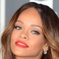 Rihanna sues her own dad in war over brand name