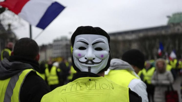 Yellow vest violence surges with attack on French government building