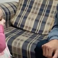 Deaf father left with tears in his eyes after his daughter uses sign