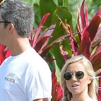 Lauren Burnham Shows Off Baby Bump in 'Just Maui'd' T-Shirt With Arie