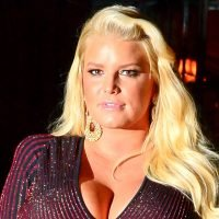 Pregnant Jessica Simpson Reveals Extremely Swollen Foot: 'Help!'