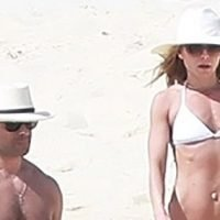 Kelly Ripa and Mark Consuelos Show Off Toned Bodies in Mexico: Pics