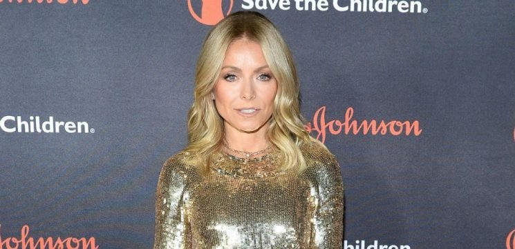 Kelly Ripa's Daughter Lola Trolls Mom, Tells Her To Delete Sweet New Instagram Throwback Picture