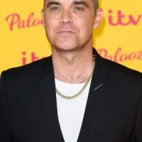 Robbie Williams has hired a personal chef to help him follow his Weight Watchers diet