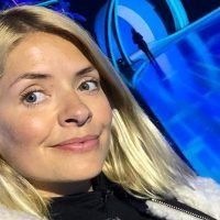 Holly Willoughby shares make-up-free selfie as she arrives at first Dancing On Ice live show