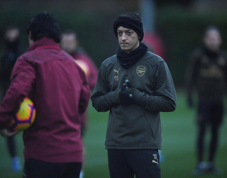 Mesut Ozil in Arsenal squad for massive Chelsea clash after three weeks out