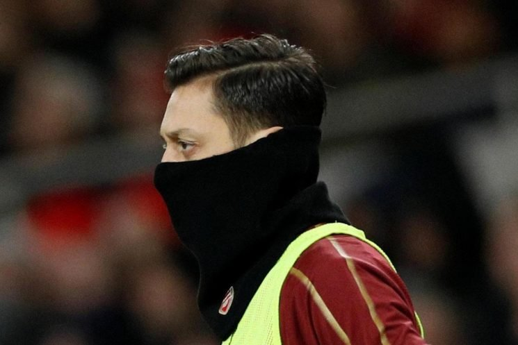 Mourinho says Emery can't be too tough on Ozil, but musn't be too lenient either