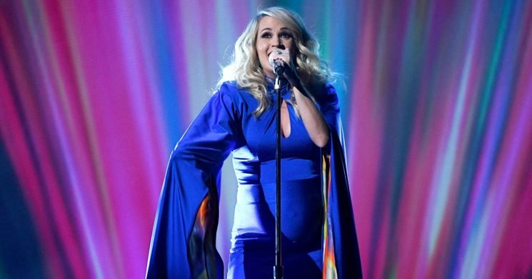 8 Times Carrie Underwood Performed While Pregnant