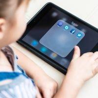 Study links screen time to slower child development