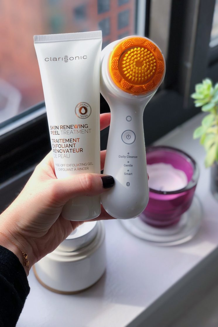 This Clarisonic Skin Renewing Peel & Sonic Exfoliator Review Will Give You Faith In The Brand