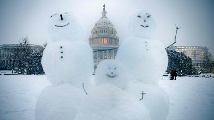Snow count: 1,500 flight cancellations since Friday; schedules improving