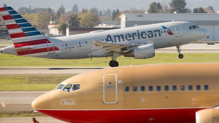 Passenger claims American Airlines flight attendant punched him in face, files lawsuit