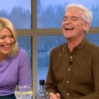 Holly and Phil lose it over very naughty innuendo on gritter