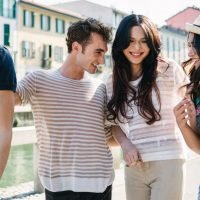 7 Mantras For Meeting Your New Significant Other's Friends That'll Boost Your Confidence