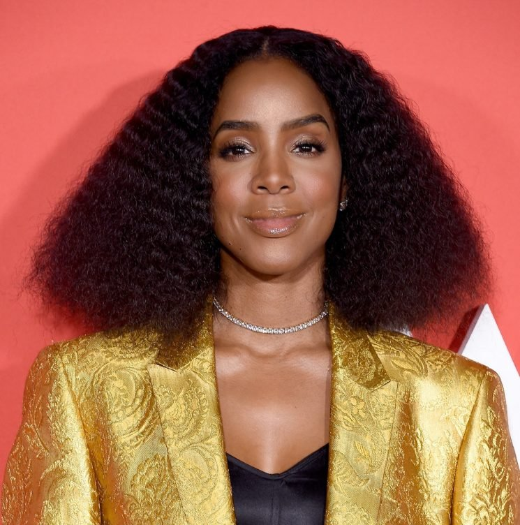 Kelly Rowland Wants Black Girls To Have Safe Spaces To Wear Their Kinky Hair