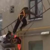 Moscow workers fall to the ground after their ladder breaks
