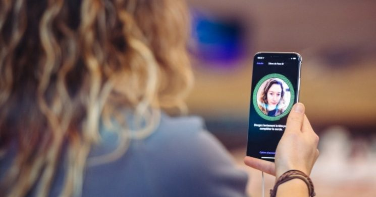 WhatsApp Gets Face Recognition & Touch ID Support