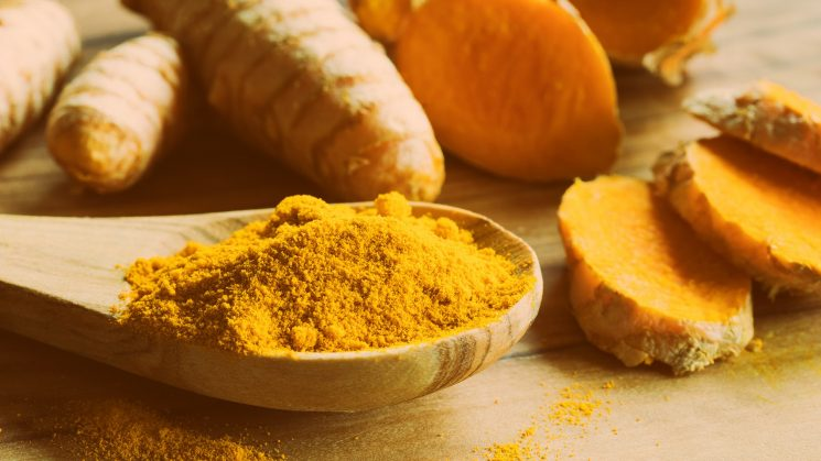 What's the difference between turmeric & curcumin, & what are their health benefits?