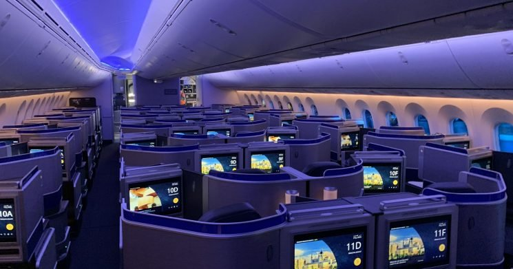 United adds upgrade-friendly premium seats in battle for big spenders