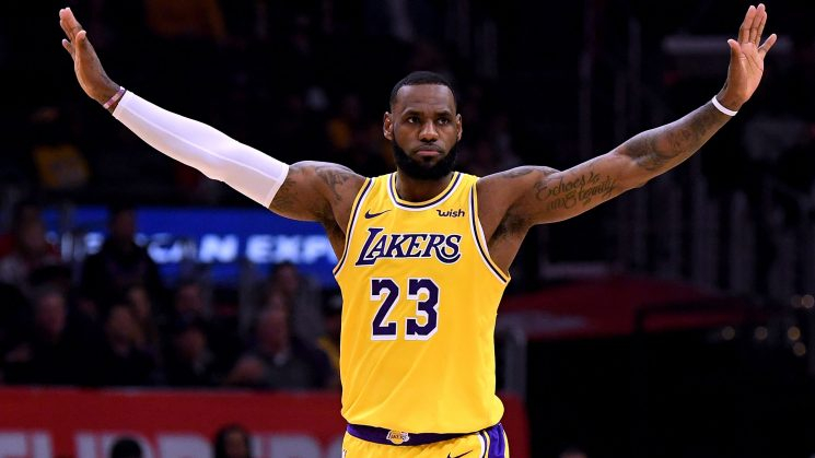 Opinion: LeBron James' return only adds to the Lakers' intrigue