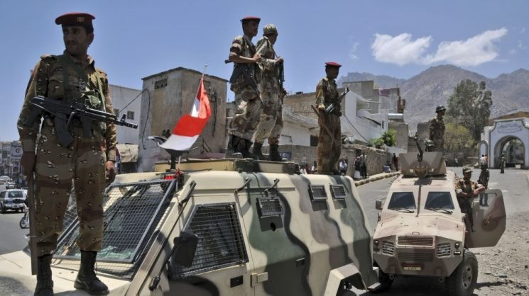 ISIL claims deadly suicide car bombings in Yemen's Aden