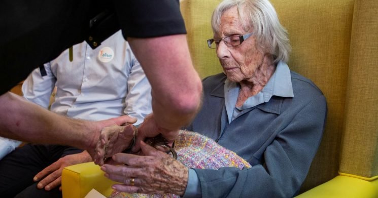 Gran, 104, who always wanted to be arrested finally handcuffed for odd 'crime'