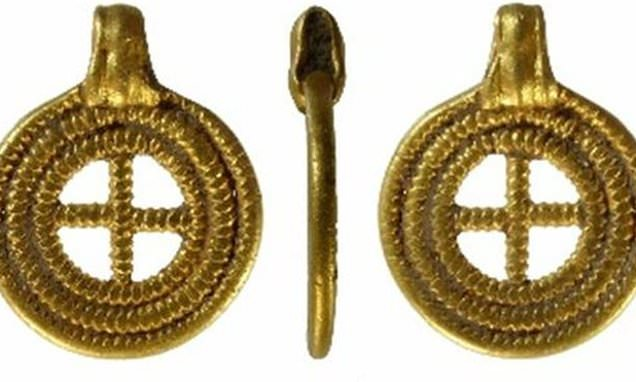 Anglo-Saxon pendant is declared treasure and valued at £145,000