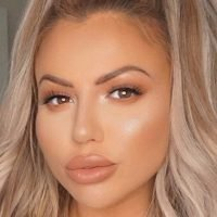 Holly Hagan in tears over 'horrific' acne that looks like 'Rice Krispies stuck to her chin'