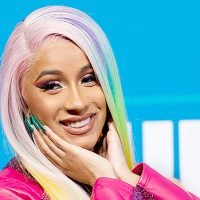 Cardi B Makes Out With Her iHeart Award After Winning Hip-Hop Artist Of The Year