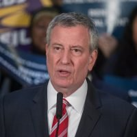 Video shows Mayor de Blasio flapping along to R. Kelly's 'I Believe I Can Fly'