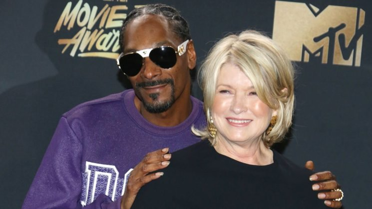 Martha Stewart & Snoop Recreate Scene from 'Titanic' in Epic New Promo for Their Show