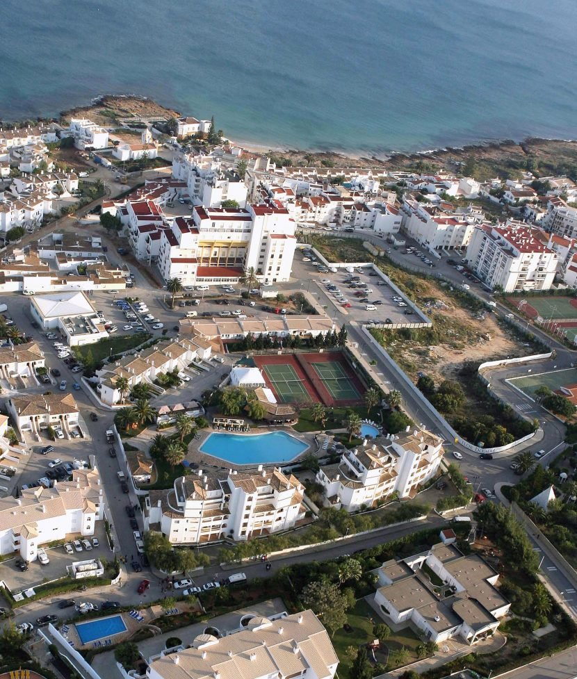 Where in Portugal did Madeleine McCann vanish and where is the Ocean Club in Praia da Luz?