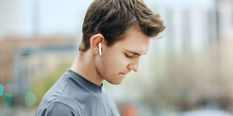 Scientists Warn That Wireless Headphones Could Give You Cancer