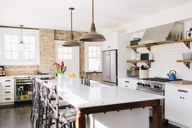 This Cozy Cottage Kitchen Does a Million Things Right