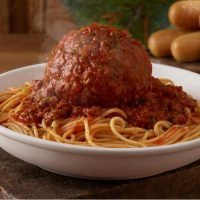 Olive Garden's Selling Giant Italian Classics, and All I've Ever Wanted Was a 12-Ounce Meatball