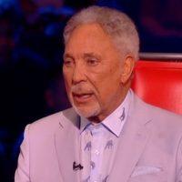 Tearful Tom Jones worries The Voice fans as he 'doesn't seem like himself'