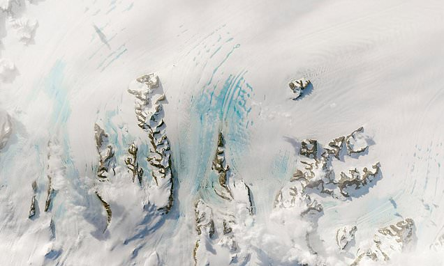 Warm winds could spell even more trouble for the Larsen C ice shelf