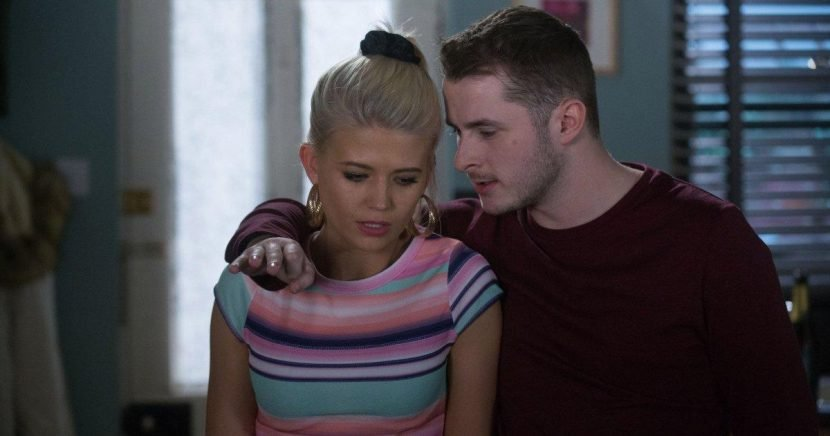 Who is Lola engaged to in EastEnders?