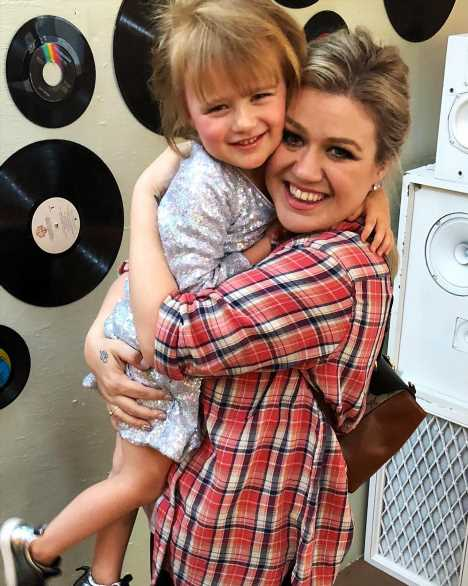 Kelly Clarkson Accidentally Ruined Frozen for Her Daughter: 'I Pretty Much Crushed Her Dreams'