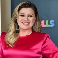 """Kelly Clarkson Says She """"Crushed"""" Daughter River's Love of """"Frozen"""""""