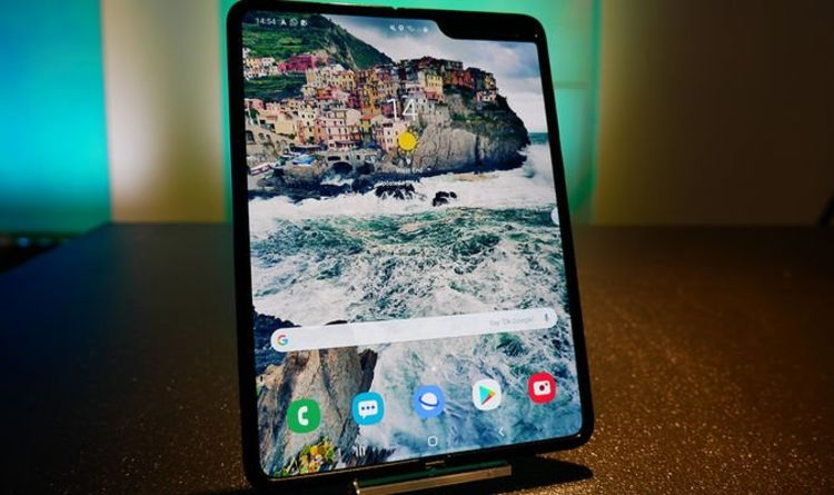 Galaxy Fold hands-on impressions: Samsung thinks the future is foldable and so should you